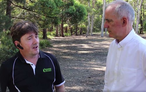 Mr Lewis and Mr Piper discussing the kangaroo issue at Morisset. (Facebook)