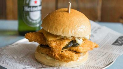 "Recipe:&nbsp;<a href=""https://kitchen.nine.com.au/2017/01/12/21/53/crown-street-fish-shops-triple-stack-fish-burger"" target=""_top"" draggable=""false"">Crown Street Fish Shop's triple stack fish burger</a>"