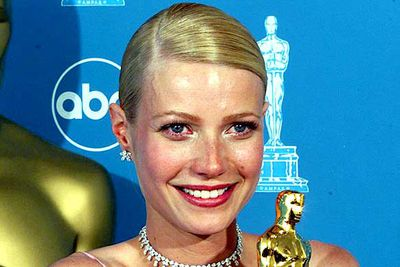 "<B>The Oscar:</B> Best Actress for <I>Shakespeare in Love</I>, at the 71st Academy Awards (1999).<br/><br/><B>The speech:</B> An emotional Gwyneth Paltrow shook while delivering her O.T.T. speech, finally becoming calm before bursting into tears again. She must have <I>really</I> wanted that Oscar. <br/><br/><B>Worst bit:</B> ""I'd like to thank my agent who is a beautiful man and a wonderful agent, who in his case that is not an oxymoron."""