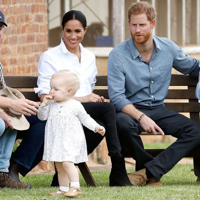 The Duke and Duchess meet the smallest member of the Woodley family, 17 October 2018