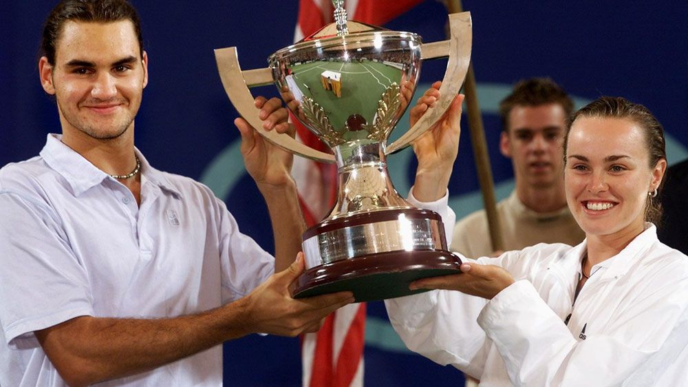 Roger Federer and Martina Hngis after a Hopman Cup win in 2001. (AFP)