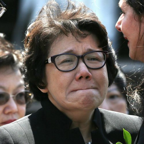 Curtis Cheng's widow Selina grieves at his funeral. (AAP)