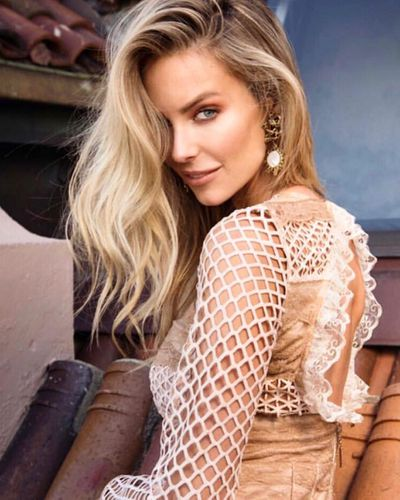 Jennifer Hawkins is our ultimate Christmas Day muse