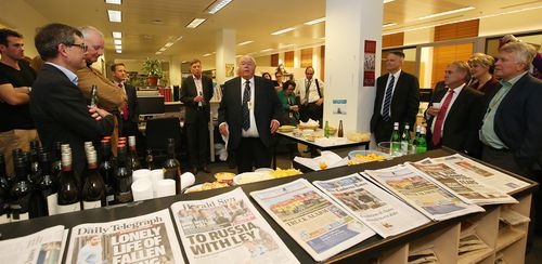 Laurie Oakes gives a speech at his farewell drinks at the Canberra Press Gallery.