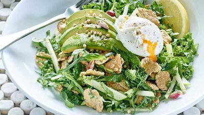 "<a href=""http://kitchen.nine.com.au/2016/10/20/10/56/gluten-free-breakfast-salad-with-poached-egg-and-avocado"" target=""_top"" draggable=""false"">Gluten free breakfast salad with poached egg, kale and avocado</a> recipe."