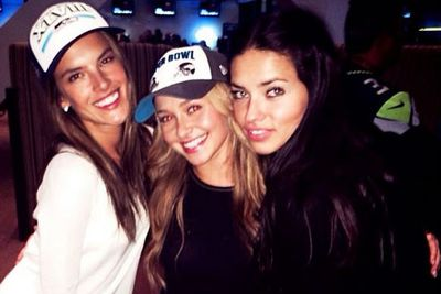 @alessandraambrosio: Huddling with my girls #haydenpanettiere and @adrianalima #superbowl