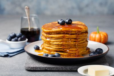 <strong>Pancakes and maple syrup (32 grams of sugar)</strong>