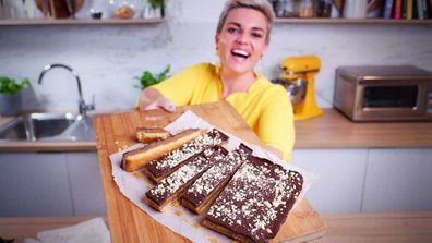 Jane de Graaff makes easy cheat's caramel slice for Quarantine Kitchen