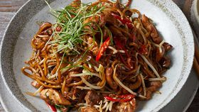Stir fried hokkien noodles with chicken