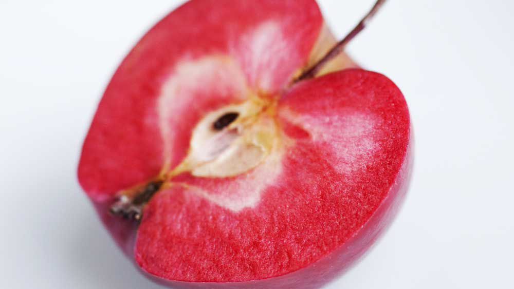 Modern breeding for red apples inside and out