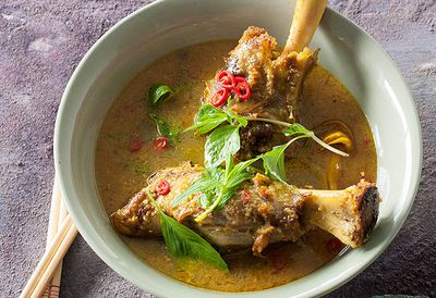 <strong>Lamb shank curry</strong>