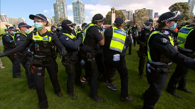 Police try to control crowd