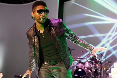 In 2010, <I>Glamour</i> named him one of the sexiest men alive, but <b>Usher</b> certainly isn't a sexy tipper. The singer once reportedly left his autograph in place of a tip at a restaurant. He might have thought it was worth more than some dollar bills. Not so sure the staff would have agreed.