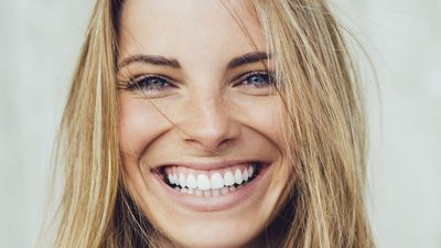 How you can achieve a whiter, brighter smile in your lunchbreak