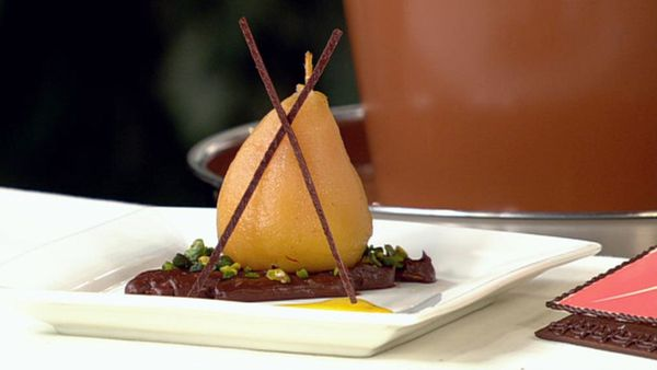Poached pear filled with crèmeux chocolat du poire