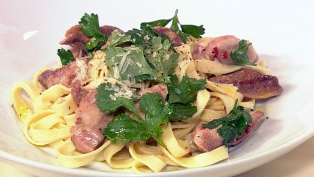 Quail medallions with pasta, chilli & fresh herbs