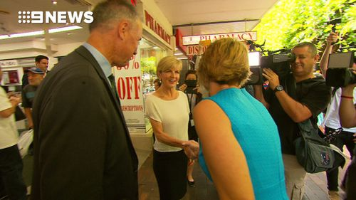 The Foreign Minister smiled and also shook the former NSW premier's hand (9NEWS)