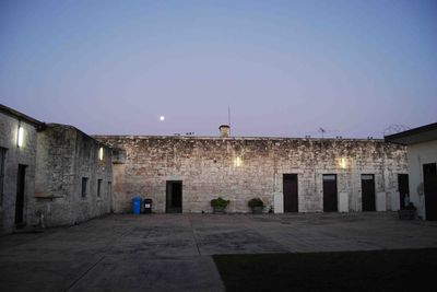 "<strong><a href=""http://theoldmountgambiergaol.com.au/"" draggable=""false"">The Old Mount Gambier Gaol</a>,&nbsp;Mount Gambier SA&nbsp;</strong>"