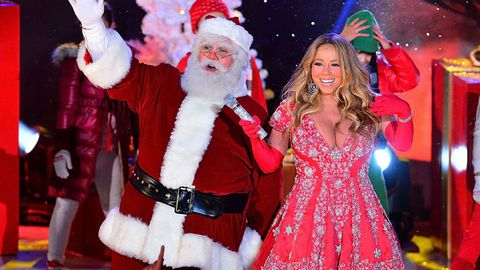 Mariah performing with Santa in New York City