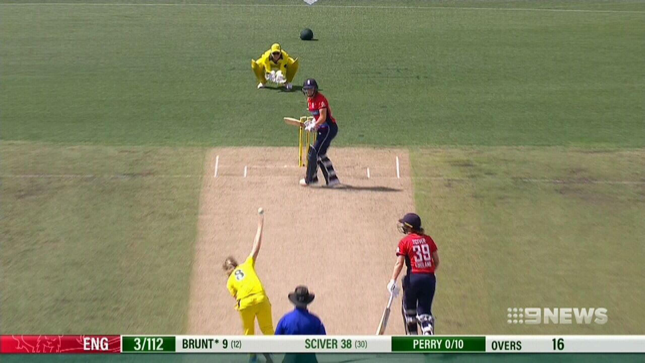 Aussies crash and burn in T20