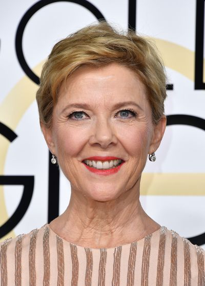 <p>Annette Benning  wore 100 per cent perfect makeup - a bright red lipstick, sheer foundation and only a hint of shadow on her eyes allowing her natural beauty to speak for itself.</p> <p>Image: Getty.</p>
