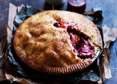 "<a href=""http://kitchen.nine.com.au/2016/05/05/15/26/rhubarb-and-apple-pie-with-warm-cinnamon-custard"" target=""_top"">Rhubarb and apple pie with warm cinnamon custard</a>"