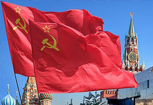 Soviet Union flags and Kremlin (Getty)