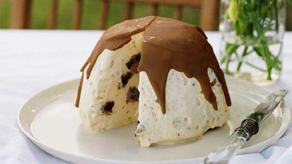 Christmas pudding & white chocolate semifreddo