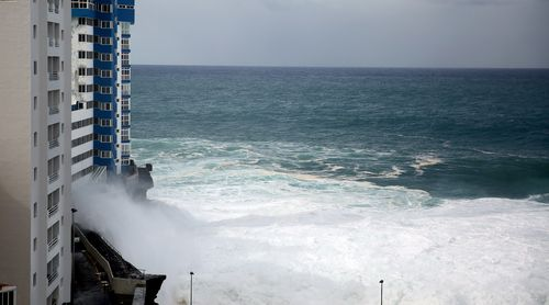 Witnesses were able to record the size of the waves as it hit the units.