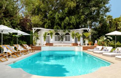 Airbnb Fresh Prince Bel-Air mansion pool