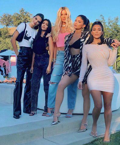 Kendall Jenner, sisters, Kourtney Kardashian, Khloe Kardashian, Kylie Jenner, Kim Kardashian, selfie, Instagram