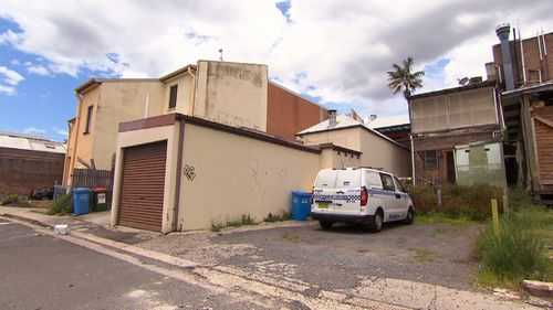 Police remain at the unit today carrying out forensic testing. (9NEWS)