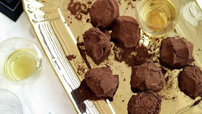 "<a href=""http://kitchen.nine.com.au/2016/05/16/16/09/chocolate-truffles"" target=""_top"">Chocolate truffles</a>"