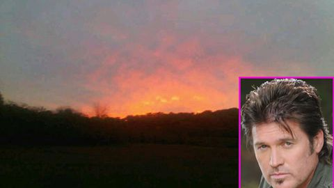 Miley Cyrus's dad spots UFO, posts pic on Twitter