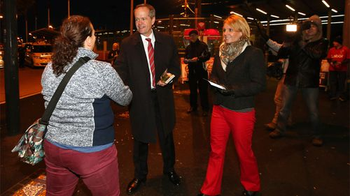 Shorten speaks to members of the public as he campaigned with local Labor candidate Peta Murphy (right) at Frankston train station in the federal seat of Dunkey. (AAP)