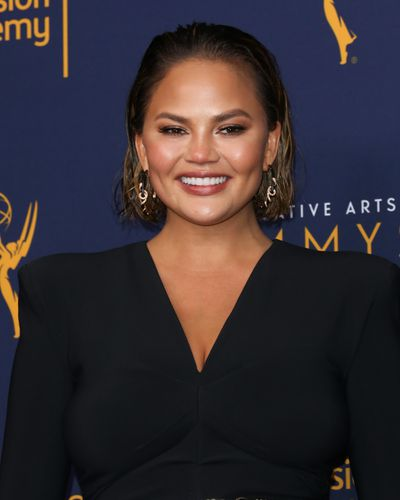 "<p><a href=""https://style.nine.com.au/2018/09/06/21/05/gq-awards-2018-red-carpet"" target=""_blank"" title=""ModelChrissy Teigen"" draggable=""false"">Model Chrissy Teigen</a> knows the best accessory to bring to the red carpet is a killer beauty look.</p> <p>Earlier this week, the wife of John Legend appeared at the Creative Arts Emmys in Los Angeles, where she looked every inch the bombshell.</p> <p> Instead of opting for the typical awards show look of a red lip and smokey eye, the mother-of-two served a lesson in effortless beauty, with glowing skin, a slicked back 'do, highlighted cheeks and the perfect pink nude lip.</p> <p>Teigen, 32, couldn't the smile off her face all night, and as much as we would like to think it was because her husband became the first African-American to receive an Emmy, Oscar, Golden Globe and Tony, we think it's because she nailed it in the make-up stakes.</p> <p>With the<a href=""https://style.nine.com.au/2017/09/18/08/21/style_emmy-awards-2017-red-carpet"" target=""_blank"" title="" 2018 Primetime Emmys "" draggable=""false""> 2018 Primetime Emmys </a>just around the corner, we've taken a leaf out of Chrissy's beauty book with 10 must-have products that you'll want to apply (and then re-apply again) this Spring.</p>"