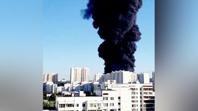 Some residents in Moscow feared a nuclear war had begun after a giant cloud of black smoke rose hundreds of metres above the skyline on Wednesday.<br><br> The smoke was caused by a heating oil spill in the Moskava River which was burning in the southern part of the city. (Instagram @sister_kerry)