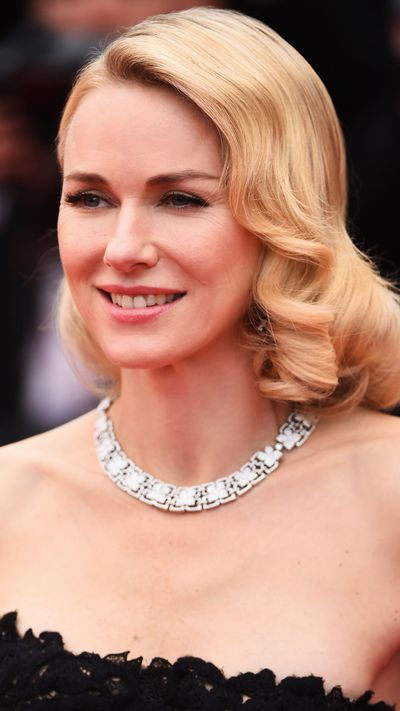 <p><strong>Naomi Watts</strong> kept her make-up soft and hair polished.</p>
