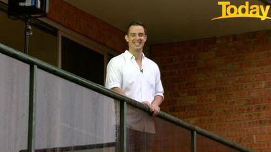Sydney man runs marathon on balcony for healthcare workers