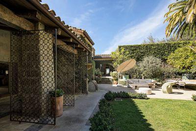 <strong>Veranda courtyard</strong>