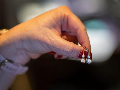 Shelly Horton's earrings