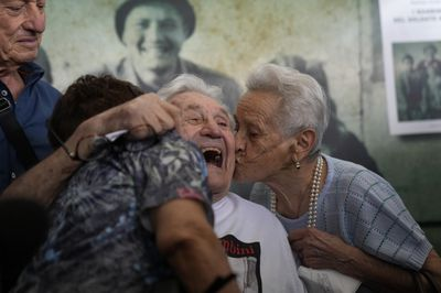 WWII veteran reunites with children he saved from the Nazis