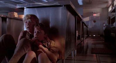 Jurassic Park, movie mistake, kitchen scene, raptors, Ariana Richards, Joseph Mazzello
