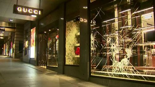 Thieves use sledgehammers to steal bags from luxury Melbourne boutiques