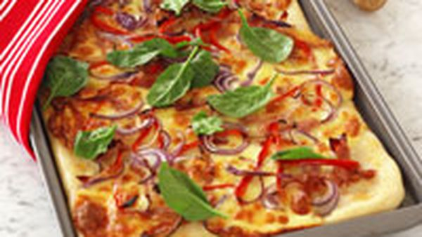 Red onion, capsicum and ham pizza