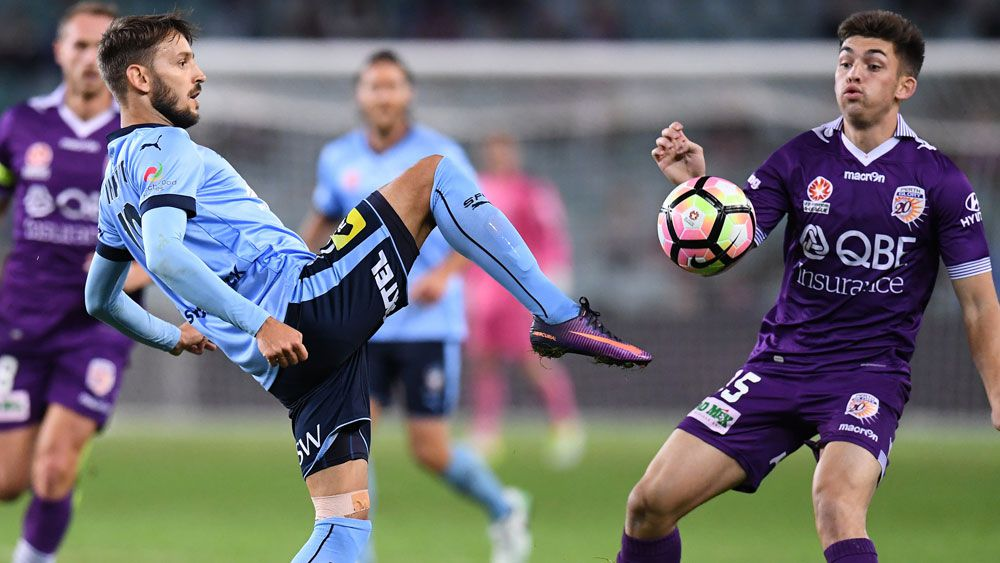 Sydney FC maestro Milos Ninkovic in action against Perth. (AAP)