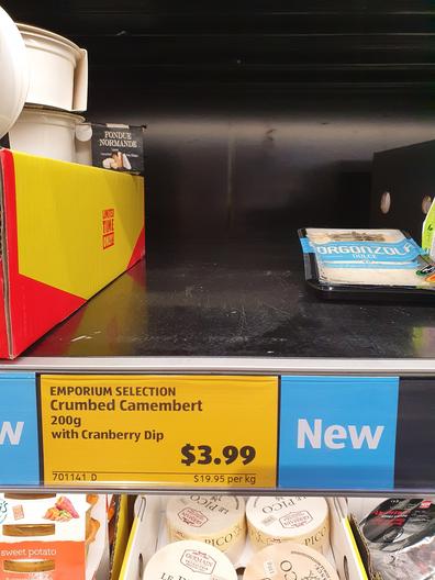 Aldi Crumbed Camembert label