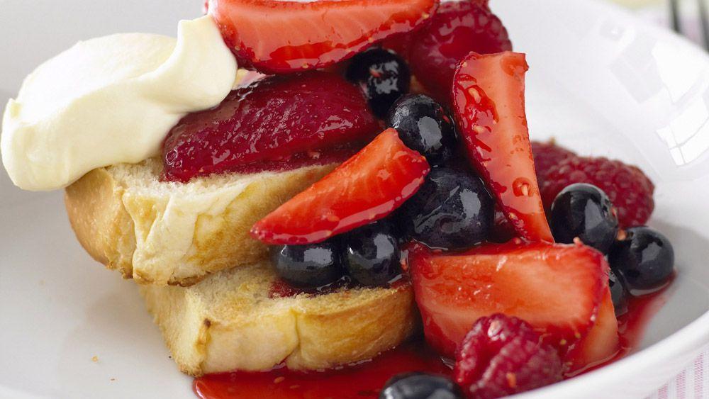 Brioche with berry compote and mascarpone cream