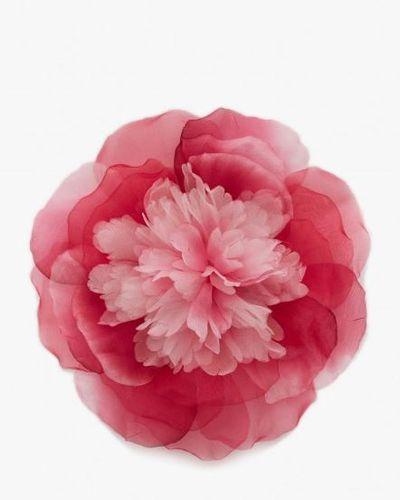 "<a href=""http://shop.alannahhill.com.au/accessories/hair/every-silver-linings-flower-raspberry.html"" target=""_blank"" draggable=""false"">Alannah Hill&nbsp;Every Silver Linings Organza Flower, $69.95.</a>"