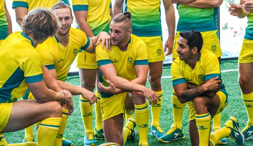 The Australian team chat amid the scorching conditions at Robina Stadium today. (Getty)